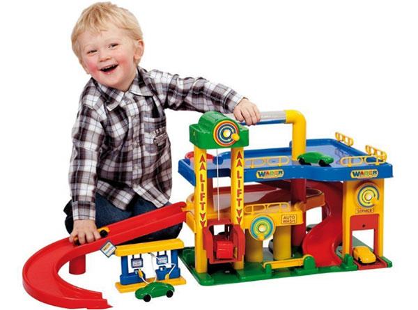trẻ em cũng cần bổ sung lượng vitamins cần thiết trong từng giai đoạn phát triển của trẻ